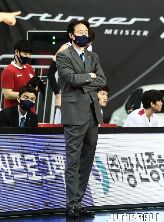 [벤치명암] 오리온 강을준 감독, 외국인 선수 교체 발표
